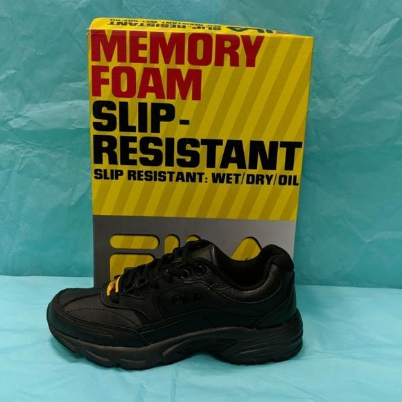 75fcb3f8 NIB. FILA WOMEN'S Memory Work Shift. Black